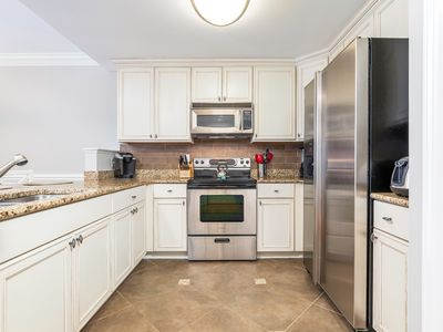 Fully Equipped kitchen with Granite surfaces and Stainless Appliances