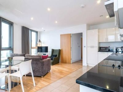 Photo for Gorgeous 2bed, 1bath flat, Stratford, 5min to stn