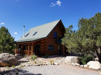 Cozy, quiet, secluded log cabin. Rent 6 nights and 7th night is free