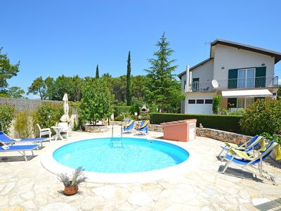 Photo for This 3-bedroom villa for up to 6 guests is located in Dubrava kod Sibenika and has a private swimmin