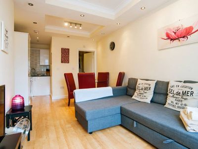 Photo for KING'S CROSS APARTMENT top location SLEEPS 4!!