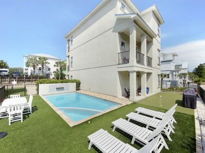 Photo for Private Pool, Putting Green, 6 Bikes, Steps to the beach, Golf cart rental* - `Bahama Mama`