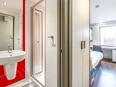 Photo for Strat Ro ABE 307A · Private En Suite Room Near ArcelorMittal Orbit