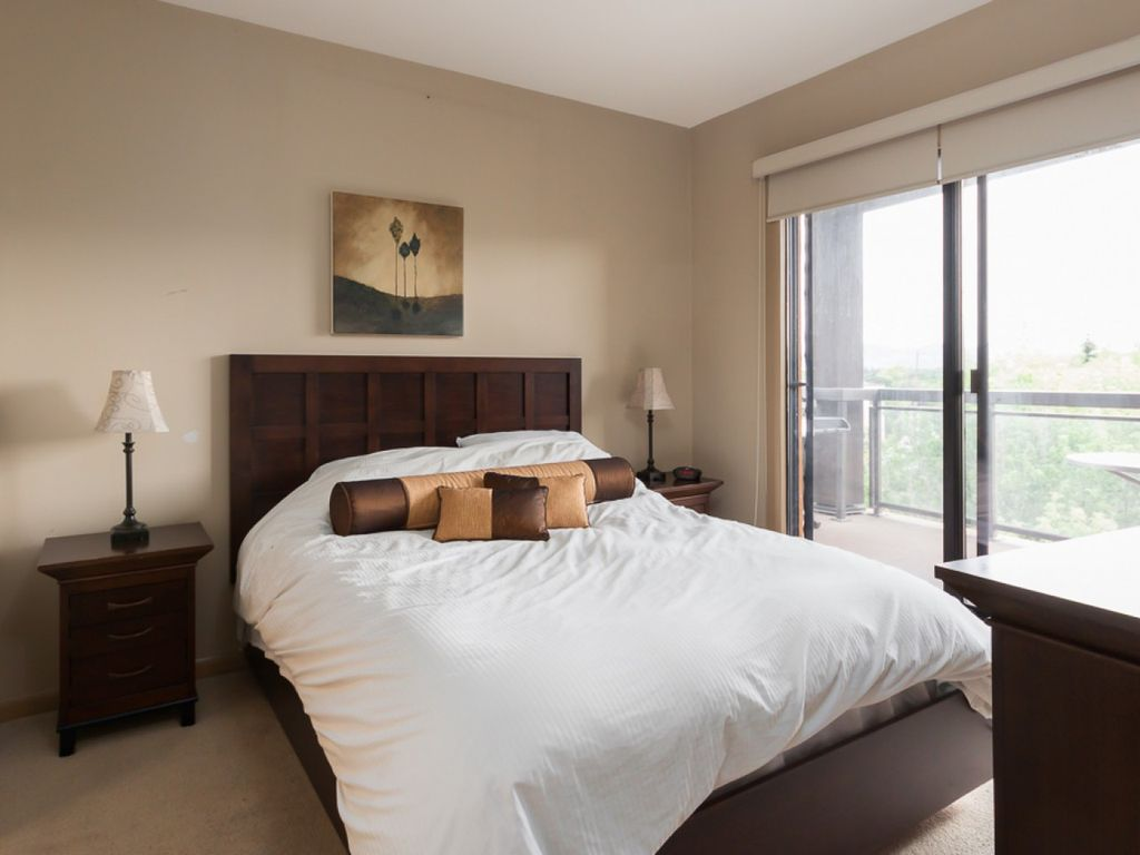 5th floor lake view 1 bedroom plus den kelowna british columbia mountains british columbia for One bedroom apartment with den