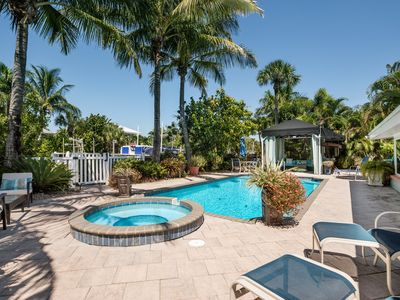 Beach House: Canal front, Amazing Ground Level, Heated Pool,  Hot Tub, North End