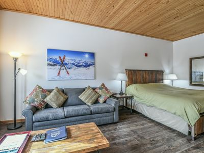 Photo for Gateway 5051 with fireplace, FREE WIFI, FREE SHUTTLE, Indoor pool and hot tub by SummitCove Lodging