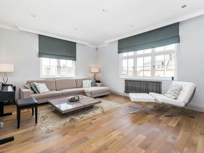 Photo for Spectacularly Stylish 2 Bed Flat Heart of Fulham