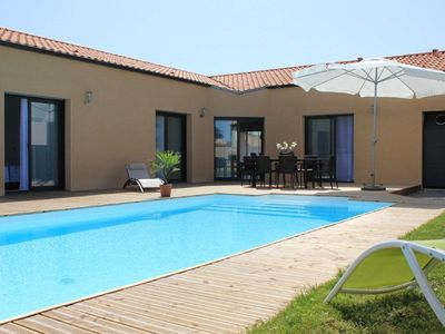 Photo for Villa 10 people - PRIVATE heated pool in Seaside