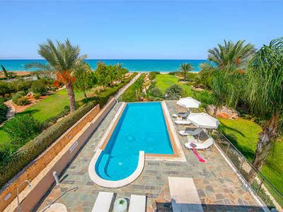 Photo for Luxury villa with ensuites, heated infinity pool, sauna and free Wi-Fi