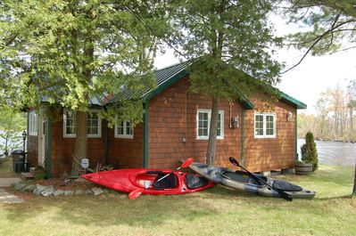 Cottage with 2 Fishing Kayaks provided at no cost with 3 life coats and paddles
