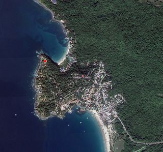 casa contenta is the red dot. 2 min walk to the beach.