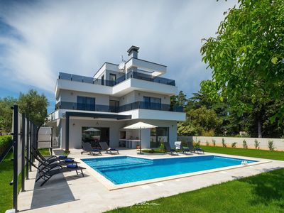 Photo for Modern family villa with pool in Premantura