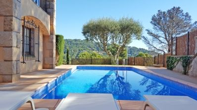 Photo for 6 bedroom Villa, sleeps 14 with Pool, WiFi and Walk to Beach & Shops