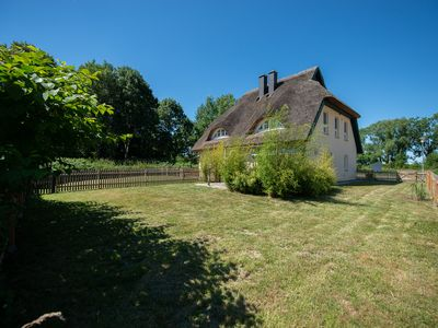 Photo for Thatched cottage with fenced garden and direct access to the lagoon landscape