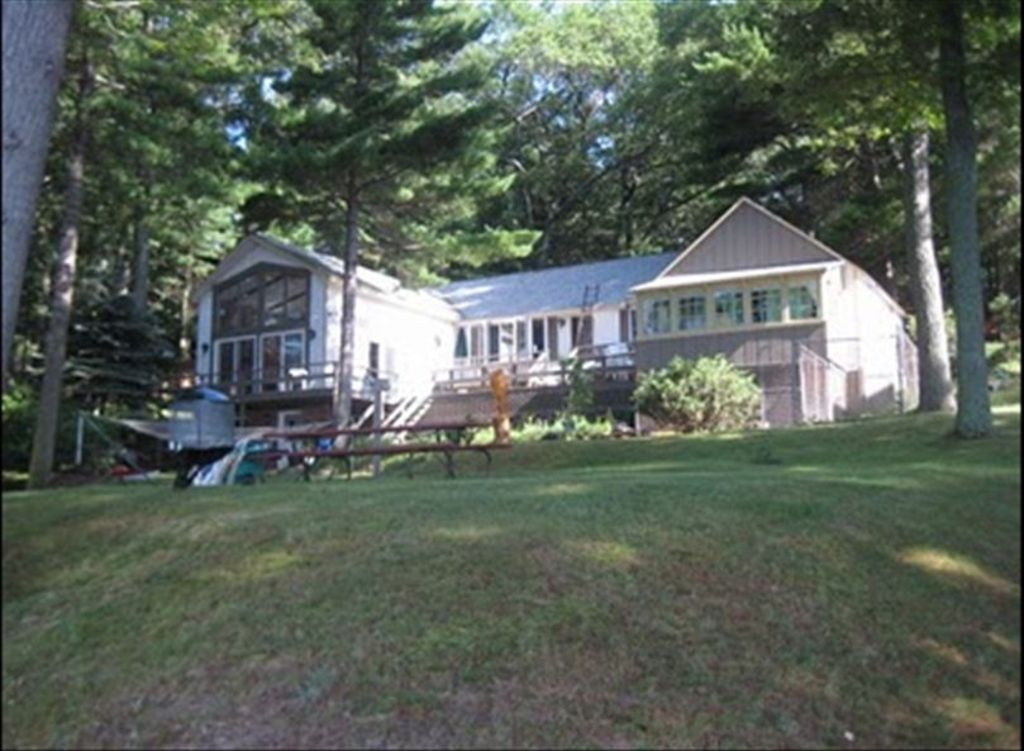 Beautiful estate lakefront cottages upper homeaway for 10 bedroom vacation rentals in michigan