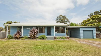 Photo for Tea Tree Cottage - great yard for pets and kids