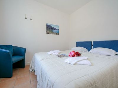 Photo for Beautiful apartment for 8 people with pool, WIFI, TV, balcony, pets allowed and parking