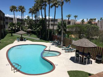 Relaxing Pet-friendly Condo.Great Location, Across The Street From The Beach