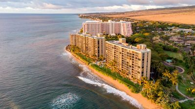 Mahana on Kaanapali Beach !100% oceanfront, full kitchens, AC and steps to beach
