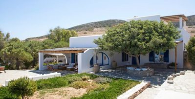 Photo for Villa Indigo Bay-4-bdrm villa with al fresco dining and pool on Antiparos, walk to beach