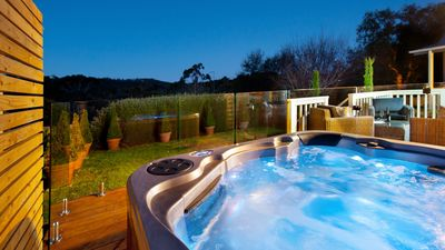 Photo for Hepburn View - Outdoor Jacuzzi & Free Wi-Fi!