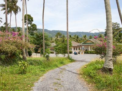 Photo for 65 sqm holiday home 2 - quiet resort in the coconut grove at the foot of the mountains / Lamai