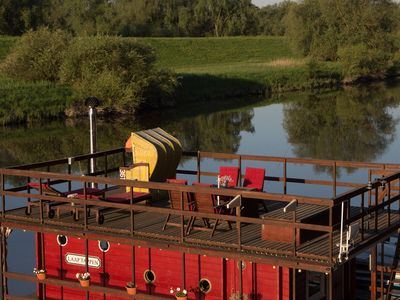 Photo for Cozy houseboat on Elbarm (about 60 km from Hamburg)
