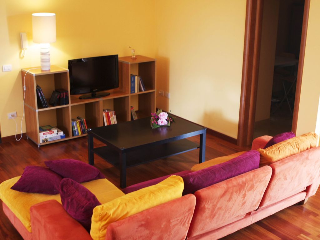 Open plan apartment with garage and free homeaway lecce for Apartment wifi plans