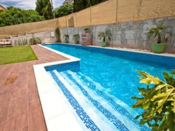Dos Hermanas: Exquisite apartment with terrace privaday pool WIFI