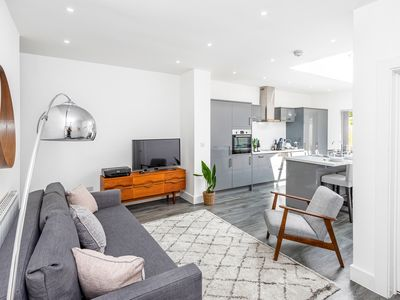 Photo for Newly Refurbished Apartment in Fantastic Central Neighbourhood, Free Parking