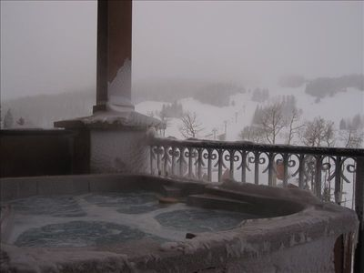 Photo for Ski in Ski Out to Giant Steps & Alpen Glow. Spa Facing Slopes!