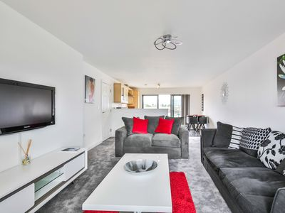 Photo for 1BR Apartment Vacation Rental in Cheltenham, England