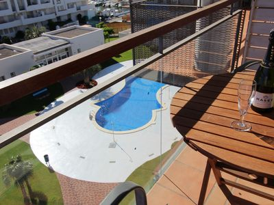 Photo for Well-equipped apartment with communal pool, located in a quiet area of Santa
