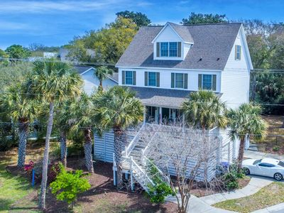 Luxury Furnishings, Screened in Porch, Close to Downtown Folly