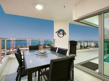 Skytower Sea Views Apartment