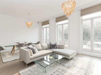 Photo for Stunning 2-bed flat in Kensington