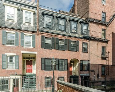 Photo for Historic Townhouse in the Heart of Boston