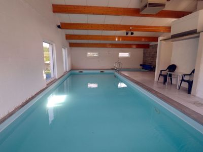 A cottage with a heated indoor swimming pool in a quiet village (10mn Dinant)
