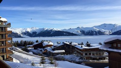 Photo for Courchevel 1850, 2-3 people, in the heart of the resort, ski-in ski-out