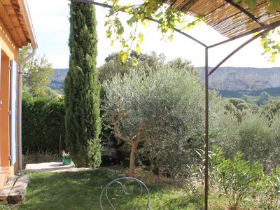 Photo for Apartment adjoining the owner, in the heart of the Luberon.