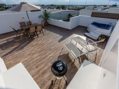 Photo for Central Huge and Luxury PH with Private Rooftop and Jacuzzi