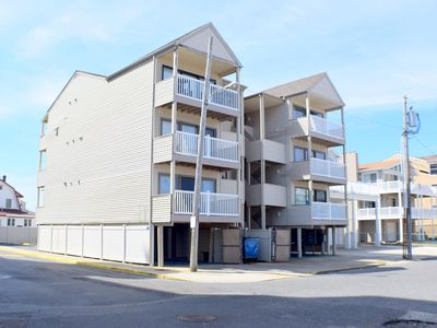 Sundial Condo -  Beachblock  just off the beach with ocean view. 2 car off street parking, and outside shower. T