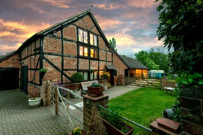 Award winning 17th century barn conversion with enclosed outside sitting area.