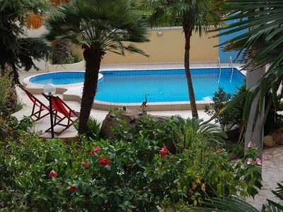 Photo for Nice apartment with garden and pool, about 800m from the sea