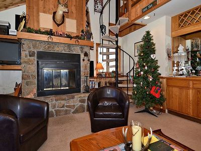 Ski in/out condo to New Timberline Mountain! Outdoor firepit, Pet friendly!Sleeps 8