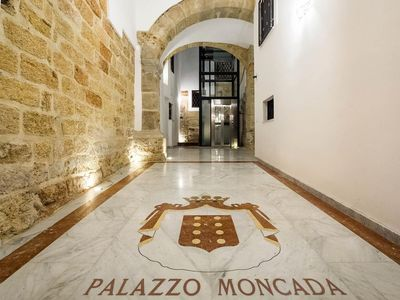 Photo for Casa Petra - Apartment in a historic building in the heart of Palermo