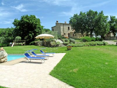 Photo for Nice apartment in villa with pool, WIFI, A/C, TV, pets allowed and parking, close to San Gimignano