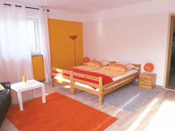 Modern, comfortable apartment with terrace + W-Lan, child and pet friendly.