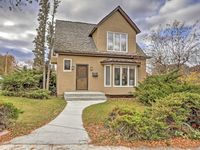 Fabulous, comfortable, and lovely home in a perfect Helena location.