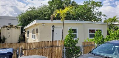 Photo for Peace and quite home very well located in North Miami Beach.